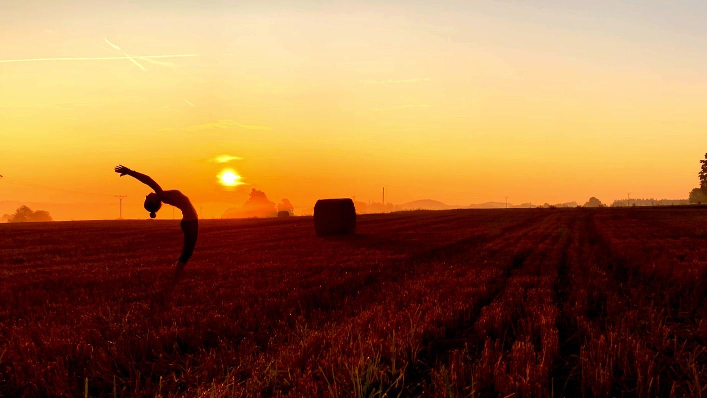 108 pozdravů slunci brzy ráno