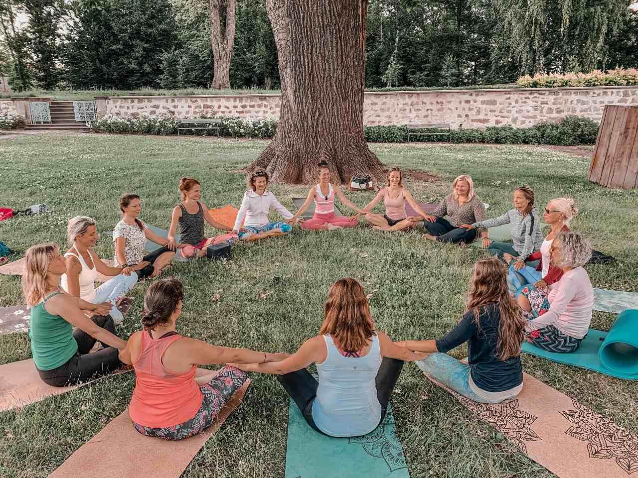 jóga v kruhu žen